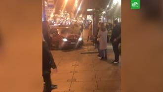 Вцентре Петербурга автомобиль врезался востановку, есть пострадавшие