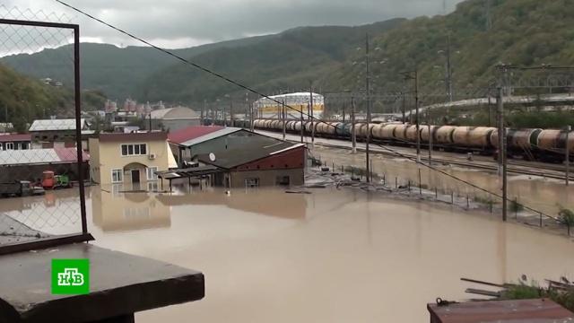 ВМайкопе введен режим ЧС из-за наводнения.Краснодарский край, наводнения, стихийные бедствия.НТВ.Ru: новости, видео, программы телеканала НТВ