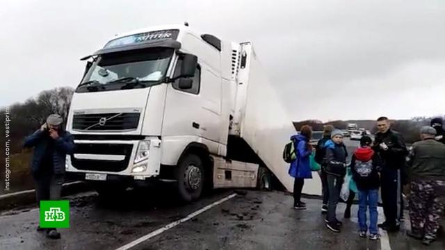 При обрушении моста вПриморье погиб один человек.Приморье, мосты, обрушение.НТВ.Ru: новости, видео, программы телеканала НТВ