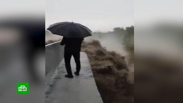 Жителям затопленных кубанских поселков не хватает питьевой воды.Краснодарский край, наводнения.НТВ.Ru: новости, видео, программы телеканала НТВ