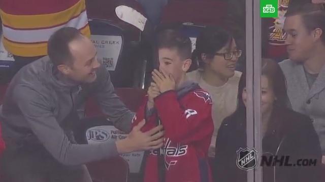 Клюшка Овечкина привела ввосторг юного фаната «Вашингтона».НХЛ, Овечкин, дети и подростки, хоккей.НТВ.Ru: новости, видео, программы телеканала НТВ