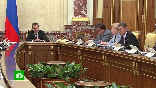 Медведев предупредил нефтяников осроках введения заградительных пошлин.Медведев, бензин, нефть, правительство РФ, тарифы и цены.НТВ.Ru: новости, видео, программы телеканала НТВ