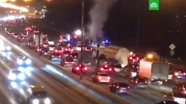 На МКАД сгорел автобус.МКАД, автобусы, автомобили, пожары.НТВ.Ru: новости, видео, программы телеканала НТВ