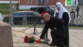 Путин возложил цветы кпамятнику Минину иПожарскому