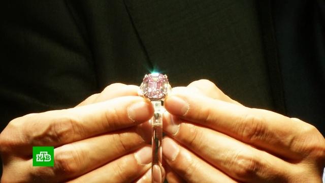 Розовый бриллиант стоимостью 50 млн долларов выставили на аукцион в Швейцарии.Швейцария, аукционы, бриллианты.НТВ.Ru: новости, видео, программы телеканала НТВ