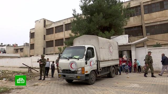 Российские военные привезли сирийским беженцам еду итеплые вещи.армия и флот РФ, беженцы, войны и вооруженные конфликты, гуманитарная помощь, Сирия.НТВ.Ru: новости, видео, программы телеканала НТВ