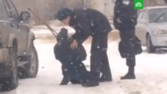 Издевательства алтайских полицейских над инвалидом сняли на видео