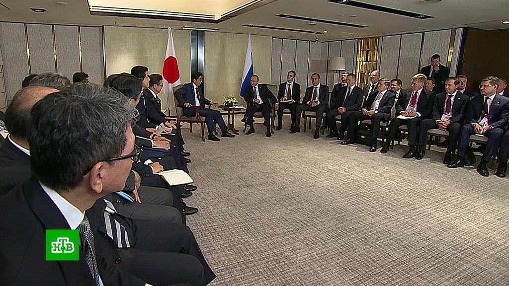 Путин обсудил с Абэ ядерную проблему на Корейском полуострове.АСЕАН, переговоры, Путин, Сингапур, Южная Корея, ядерное оружие, Япония.НТВ.Ru: новости, видео, программы телеканала НТВ