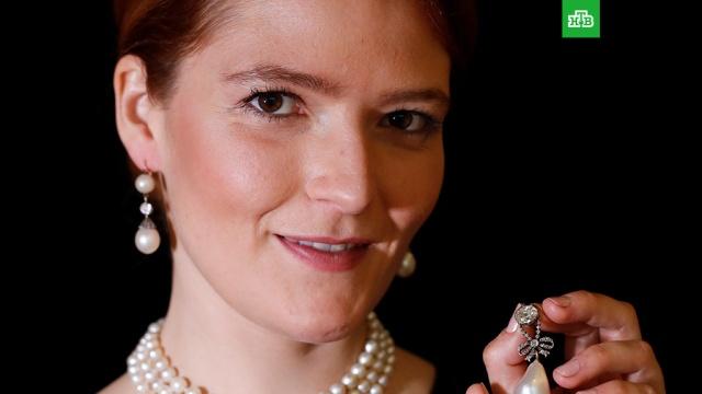 Драгоценности Марии Антуанетты ушли с молотка за $42, 7 млн.Драгоценности, принадлежавшие королеве Франции Марии Антуанетте, были проданы на аукционе Sotheby's за 42, 7 миллиона долларов.аукционы, монархи и августейшие особы.НТВ.Ru: новости, видео, программы телеканала НТВ