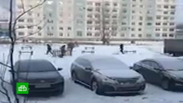 В Кемеровской области установили детскую площадку, сфотографировали ее и увезли.ЖКХ, Кемерово, дети и подростки.НТВ.Ru: новости, видео, программы телеканала НТВ