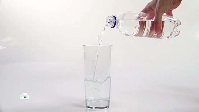 Научное разоблачение: зачем Собчак пьет «водородную» воду.Ученым удалось обогатить питьевую воду кремнием, который полезен для волос, ногтей, входит в состав коллагена. А значит, эта новинка скоро поборется за место на продуктовых полках супермаркетов. Правда, у прилавка с водой от выбора и так глаза разбегаются. Есть, например, вода «кислородная, а есть и «водородная».водоснабжение.НТВ.Ru: новости, видео, программы телеканала НТВ