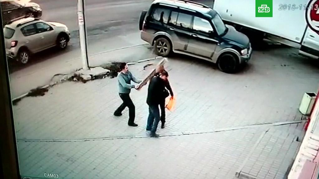 Житель Калуги насмерть забил дубинкой парня на улице (2018)