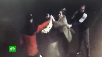 Избиение пенсионерки пьяной компанией на Кубани попало на видео
