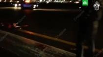 Опубликовано видео с места гибели мужчины в Шереметьево.Следователи осмотрели взлетно-посадочную полосу в Шереметьево, где погиб 25-летний мужчина.Москва, авиационные катастрофы и происшествия, аэропорт Шереметьево.НТВ.Ru: новости, видео, программы телеканала НТВ