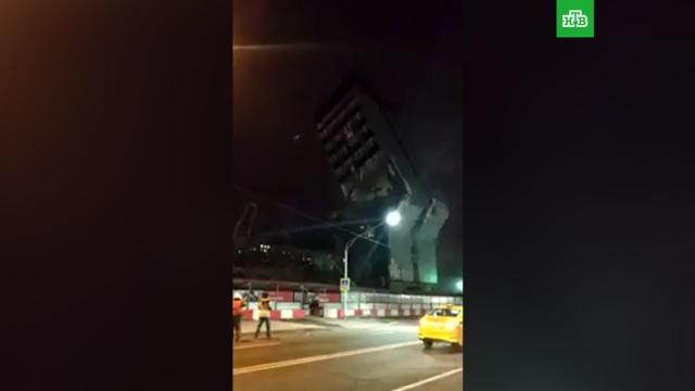 ВМоскве бизнес-центр рухнул на проезжую часть.НТВ.Ru: новости, видео, программы телеканала НТВ