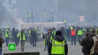 ВПариже строят баррикады итребуют отставки Макрона