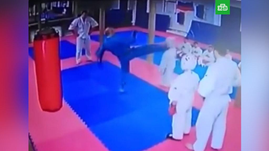 На тренировке тренер ударил ребенка [PUNIQRANDLINE-(au-dating-names.txt) 35