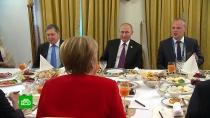 Путин накормил Меркель красной икрой