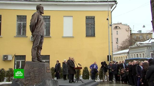 Путин приехал на открытие памятника Солженицыну.Москва, Путин, Солженицын, памятники.НТВ.Ru: новости, видео, программы телеканала НТВ