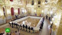 Путин призвал защищать права россиян за рубежом