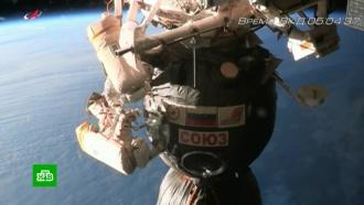 Вокруг дыры в обшивке «Союза» найден неизвестный черный материал.космонавтика, космос, МКС, ремонт, Роскосмос.НТВ.Ru: новости, видео, программы телеканала НТВ