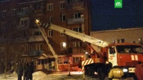 В Омске в жилом доме произошел взрыв газа.Более 50 пожарных ликвидируют последствия хлопка бытового газа в пятиэтажном доме в Омске.МЧС, Омск, взрывы газа, пожары.НТВ.Ru: новости, видео, программы телеканала НТВ