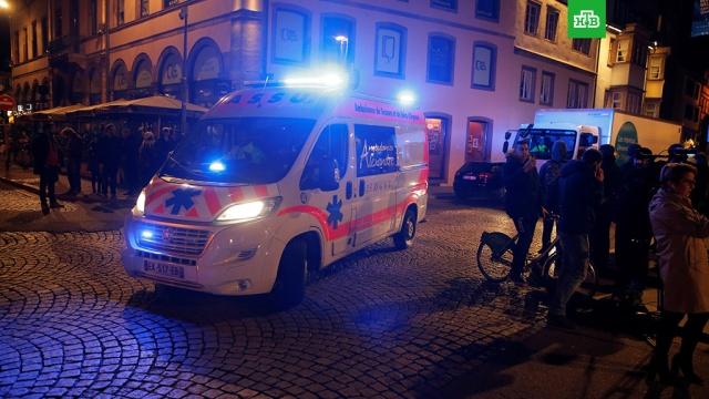 В МВД Франции сообщили о погибших при стрельбе в Страсбурге.Полиция Франции установила личность преступника, открывшего стрельбу в центре Страсбурга. Ведется розыск. По последней информации, в результате стрельбы погибли 2 человека, пострадали не менее 11.Франция, полиция, стрельба.НТВ.Ru: новости, видео, программы телеканала НТВ
