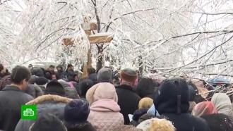 Верующие УПЦ провели молебен у здания Рады