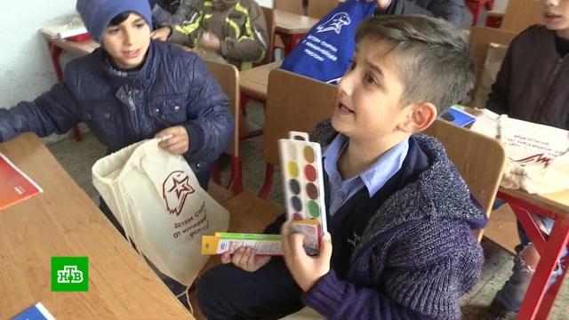Юнармейцы передали сирийским детям наборы сновогодними подарками.Новый год, Сирия, армия и флот РФ, дети и подростки, подарки, торжества и праздники.НТВ.Ru: новости, видео, программы телеканала НТВ