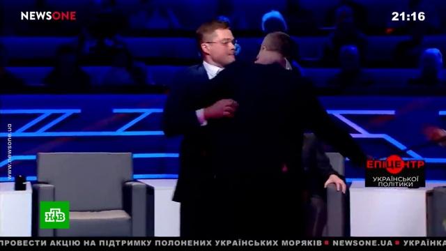 Украинские депутат и политолог устроили драку в эфире ток-шоу.драки и избиения, СМИ, телевидение, Украина.НТВ.Ru: новости, видео, программы телеканала НТВ