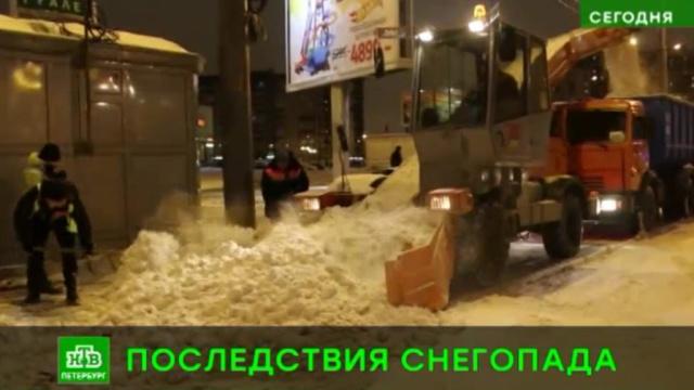 Коммунальные службы расчищают улицы Петербурга после мощного снегопада.ЖКХ, Санкт-Петербург, погода, снег.НТВ.Ru: новости, видео, программы телеканала НТВ