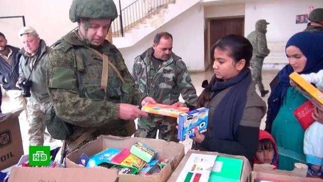 Российские военные передали сирийским детям 1, 5тонны новогодних подарков.Новый год, Сирия, дети и подростки, подарки.НТВ.Ru: новости, видео, программы телеканала НТВ