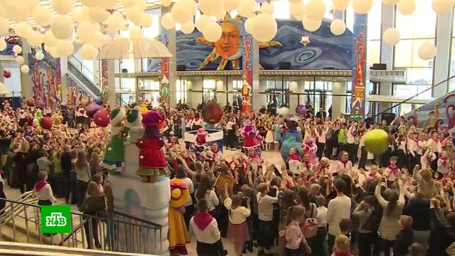 Более 300 детей из Тулы приехали на главную елку страны.Новый год, Тула, дети и подростки, Москва, торжества и праздники.НТВ.Ru: новости, видео, программы телеканала НТВ