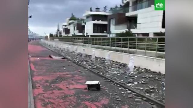Шторм в Сочи повредил набережную возле Олимпийского парка.Сочи, погода.НТВ.Ru: новости, видео, программы телеканала НТВ