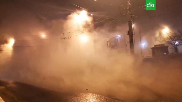 Проспект вПетербурге превратился вкипящую реку.Санкт-Петербург, аварии в ЖКХ.НТВ.Ru: новости, видео, программы телеканала НТВ