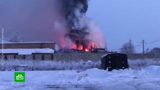Под Оренбургом горит крупный завод цинкования