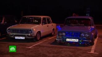 ВКрыму любители ретромашин устроили праздничный автопробег