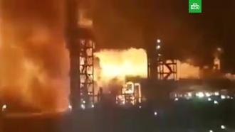 На западе Украины пылает нефтеперерабатывающий завод