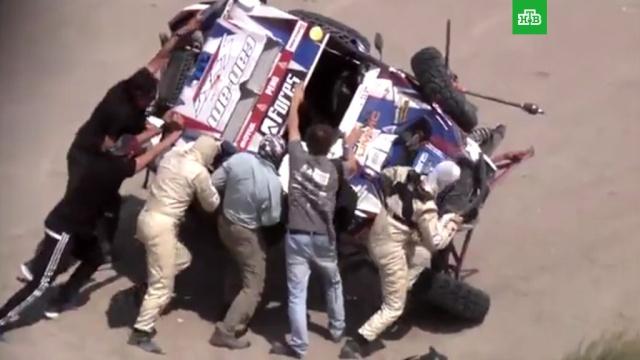 Экипаж Карякина попал ваварию на седьмом этапе «Дакара».Дакар, Перу, автомобили, автомотоспорт.НТВ.Ru: новости, видео, программы телеканала НТВ