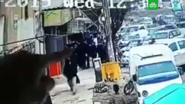Взрыв террориста-смертника в сирийском Манбидже попал на видео.В Сети опубликовано видео взрыва в сирийском городе Манбидже.США, Сирия, войны и вооруженные конфликты, терроризм.НТВ.Ru: новости, видео, программы телеканала НТВ