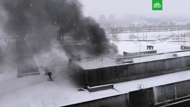 ВПетербурге вгорящей типографии рухнули перекрытия, есть пострадавшие.МЧС, Санкт-Петербург, пожары.НТВ.Ru: новости, видео, программы телеканала НТВ