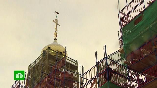 В Петербурге на воссозданном храме появились украшенные хрусталем кресты.Санкт-Петербург, православие, реконструкция и реставрация, религия, строительство.НТВ.Ru: новости, видео, программы телеканала НТВ