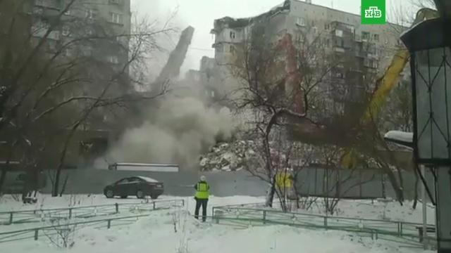 В Магнитогорске снесли поврежденную взрывом стену дома.Магнитогорск, взрывы, обрушение.НТВ.Ru: новости, видео, программы телеканала НТВ