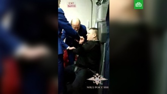 Пьяного дебошира скрутили в самолете Петербург — Анталия