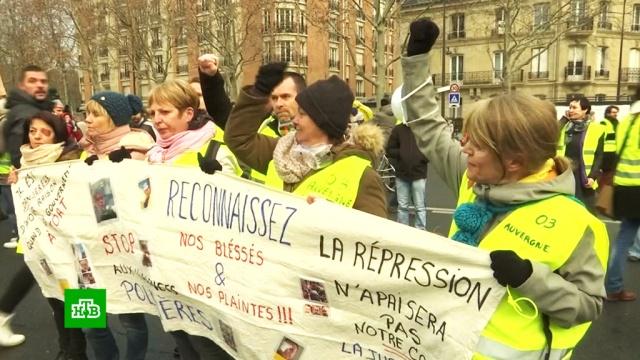 «Желтые жилеты» в Париже маршем поддержали пострадавших в предыдущих митингах.Франция, митинги и протесты.НТВ.Ru: новости, видео, программы телеканала НТВ
