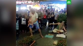 В Малайзии арестованы россияне, жонглировавшие ребенком
