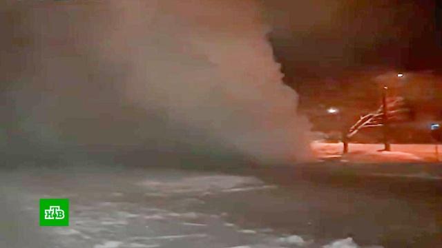 ВЧелябинске из лопнувшей трубы забил фонтан высотой с9-этажку.Челябинск, аварии в ЖКХ.НТВ.Ru: новости, видео, программы телеканала НТВ