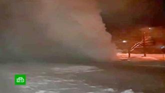 ВЧелябинске из лопнувшей трубы забил фонтан высотой с<nobr>9-этажку</nobr>
