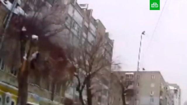 Обрушение кровли дома вСаратове.Саратов, обрушение, снег.НТВ.Ru: новости, видео, программы телеканала НТВ