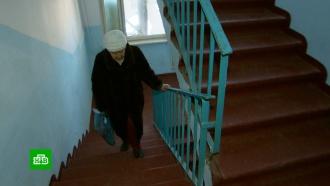 По ступенькам: почему жители сотен российских многоэтажек остались без лифтов